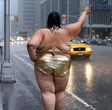 Fat-Girl-In-Rain-Waiting-For-Taxi
