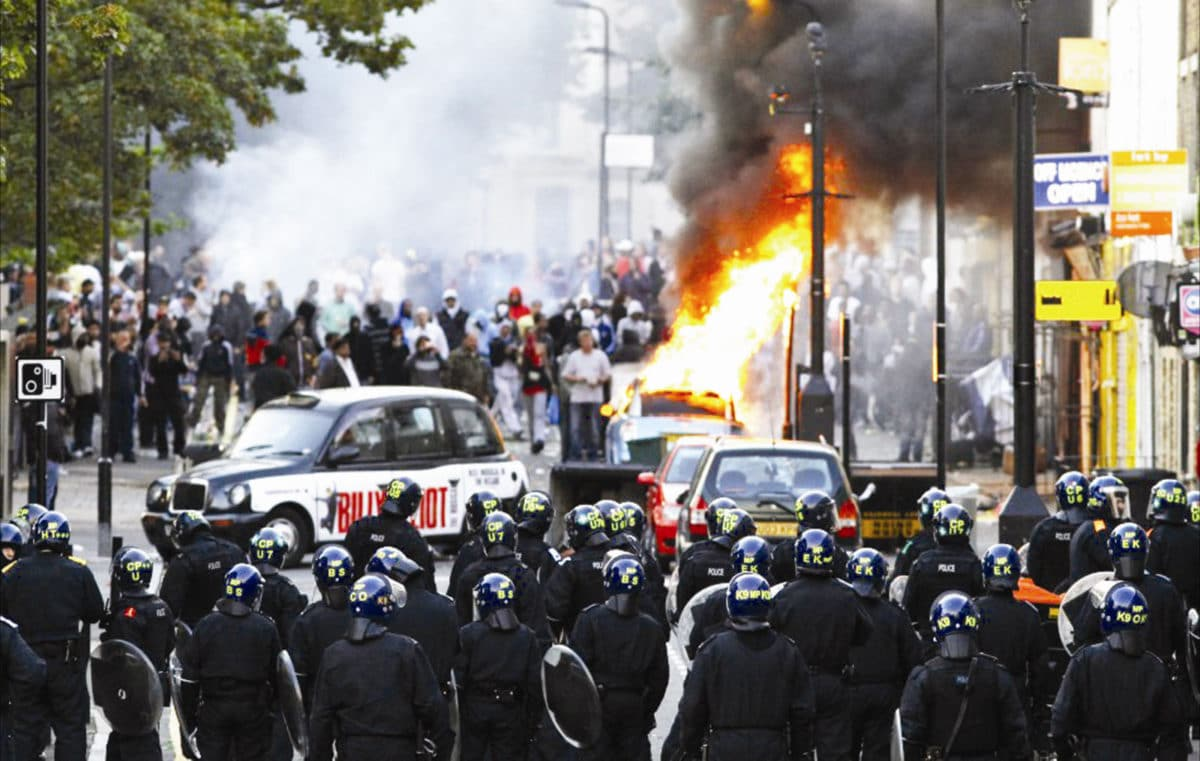 riots london uk